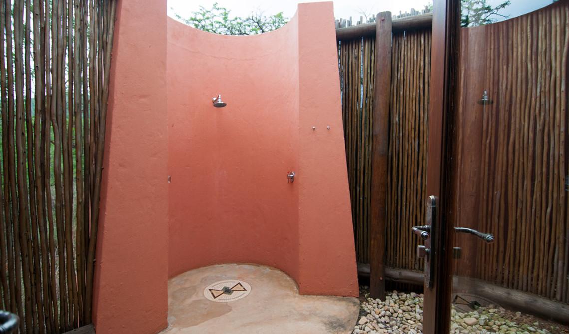 Utomhusdusch på Thanda Safari Lodge