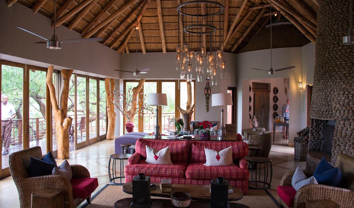 Inne i huvudbyggnaden till Thanda Private Game Reserve
