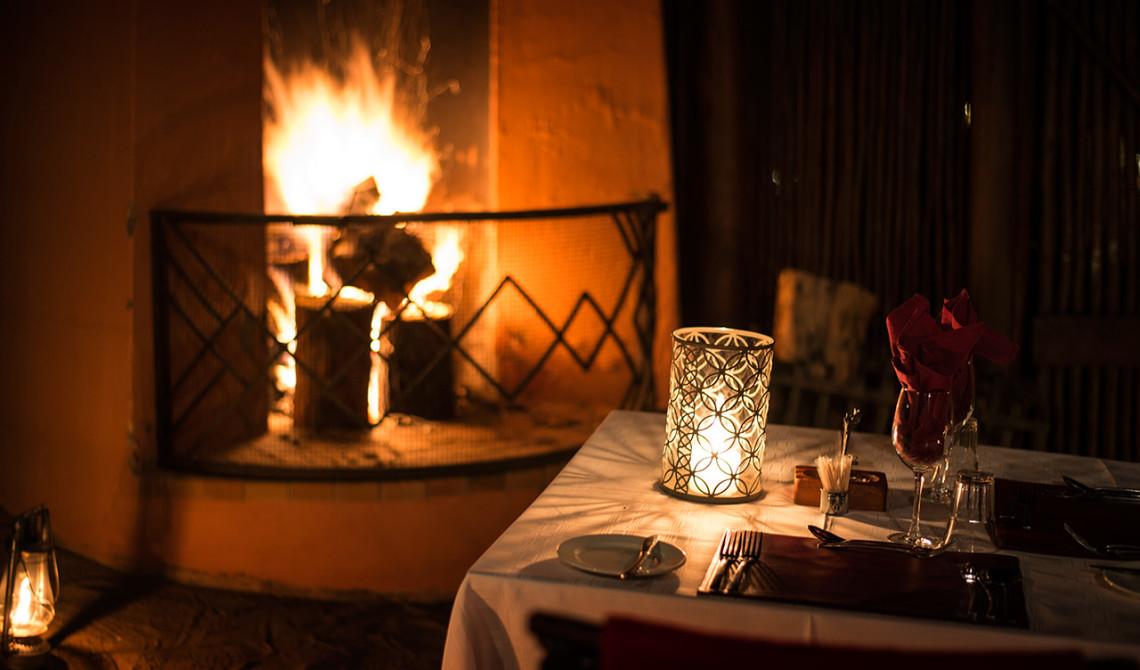 Perfekt miljö för middag i Thanda Safari Lodge