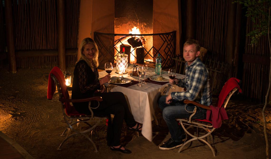 En underbar kväll och härlig middag i vår fantastiska Safari Lodge på Thanda Private Game Reserve