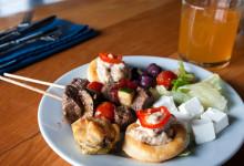 Lunch serveras i restaurangen till Thanda Tented Camp, Thanda Private Game Reserve