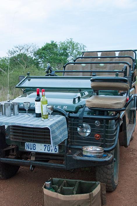 Paus för ett glas eller två, under safarin på Thanda Private Game Reserve