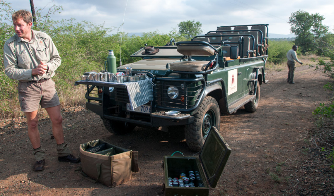 Stopp för morgonkaffe under morgonens game drive, Thanda Private Game Reserve