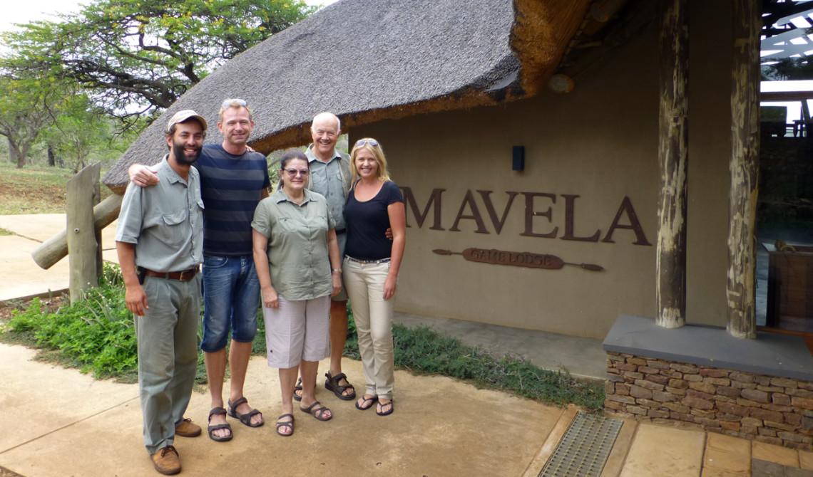 Vi tillsammans med Andre, Peter och Majorie - de som driver Mavela Game Lodge