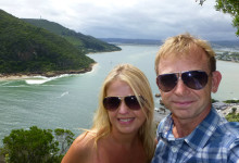 Anki och Lars vid utsiktsplats över Knysna Lagoon i Knysna