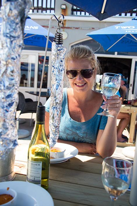 Anki vid lunchen på Ponto Grille and Carvery i Mossel Bay, Sydafrika