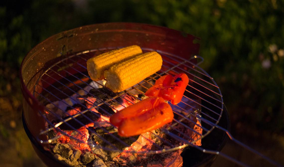 Majs och paprika på grillen