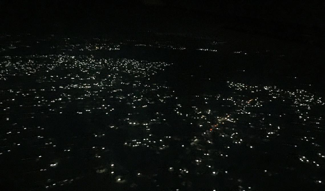 Landning sen kväll i Dar es Salaam, Tanzania