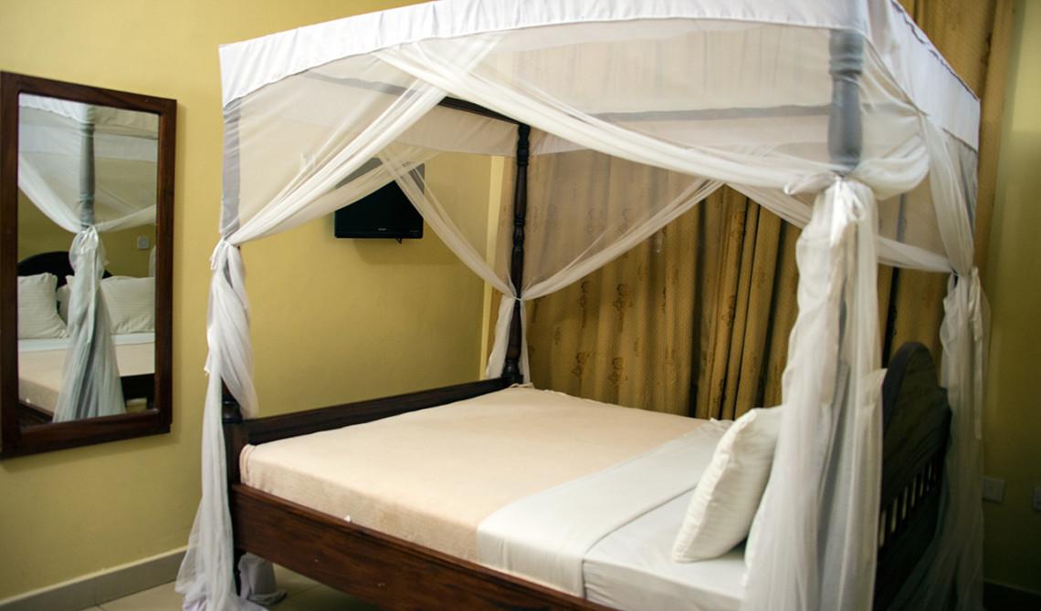 Enkelt men helt ok rum för några få timmars sömn, på Transit Motel Hotel i Dar es Salaam