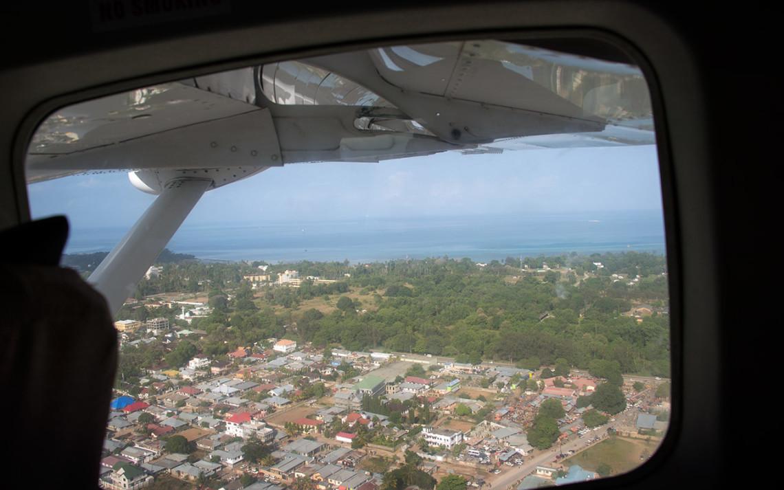 På väg att landa i Zanzibar