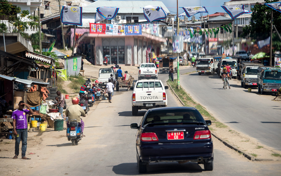 Vi kör igenom största staden på Pemba