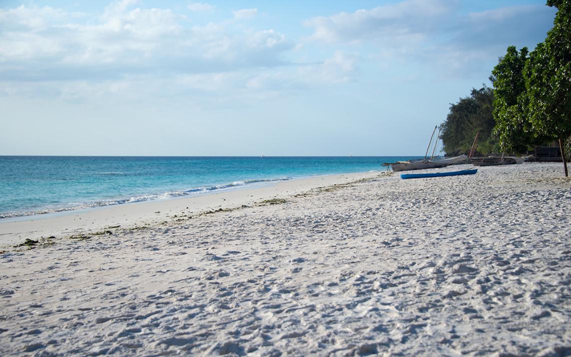 Eftermiddagssol över stranden, Manta Resort - Pemba, Tanzania
