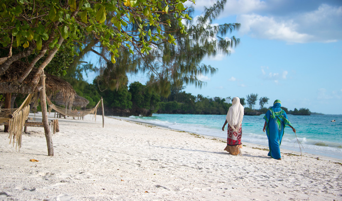 Lokala kvinnor på stranden, Pemba