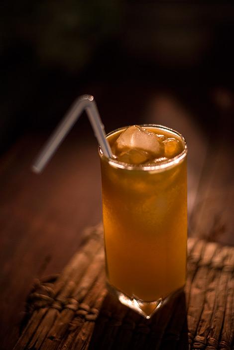 Globetrotter drink serverad i lobbyn till Manta Resort på Pemba