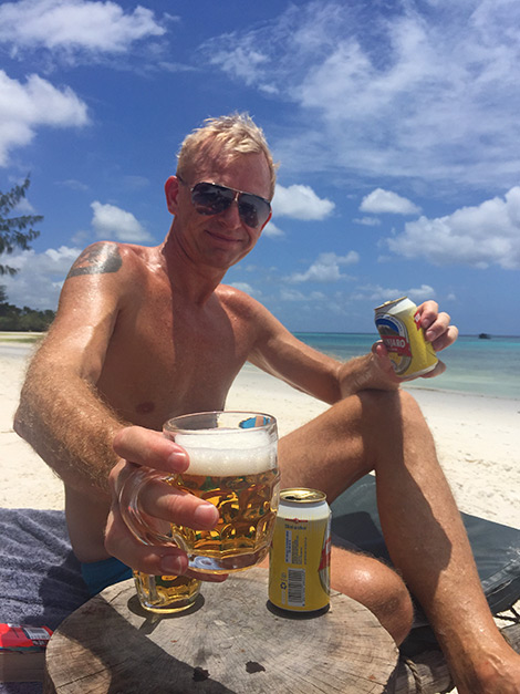 En öl på stranden