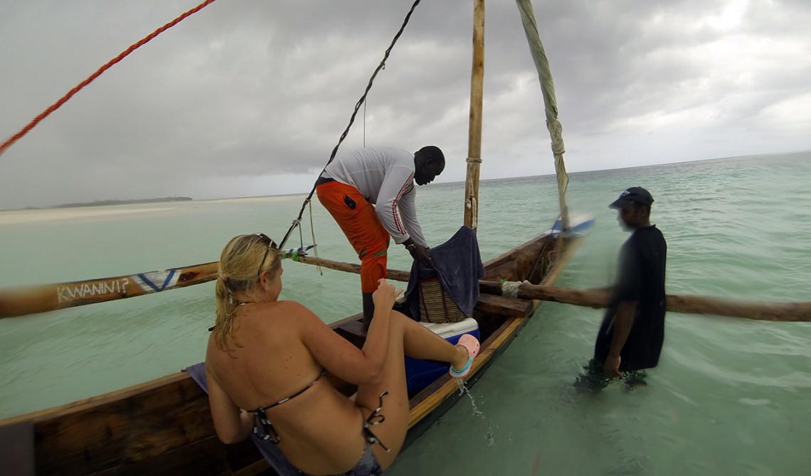 På väg upp i Ngalawa båten