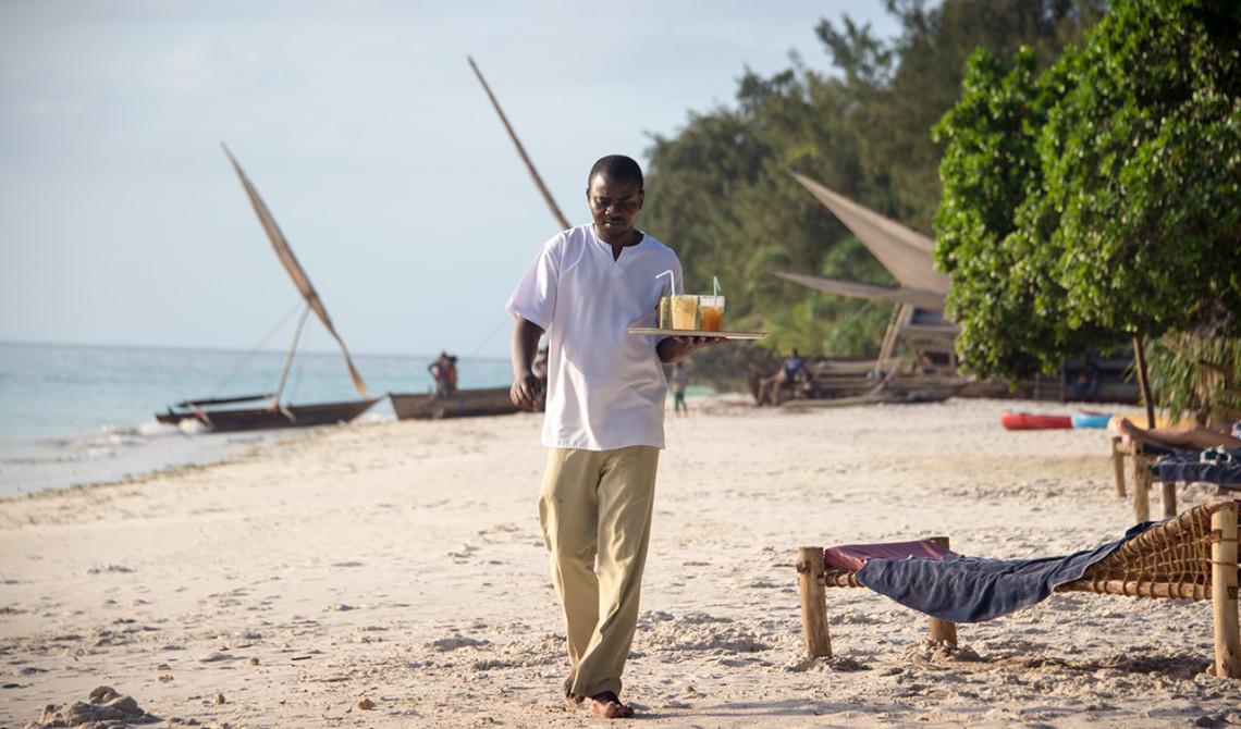 Drinkar på väg till vår plats på stranden