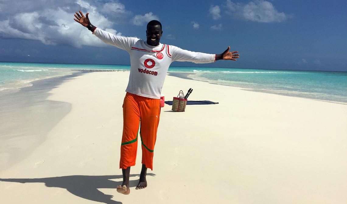 Ali hälsar oss välkomna till sandbanken