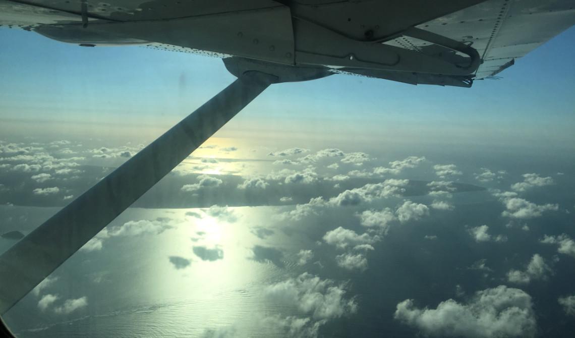 Fin vy med kvällsljus, moln och hav