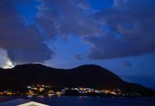 Kvällsvy från vår balkong på La Paradis hotel i Saint-Luce på Martinique
