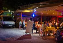 Längst med stranden i Saint-Luce ligger flera charmiga restauranger specialiserade på grill av både fisk och kött