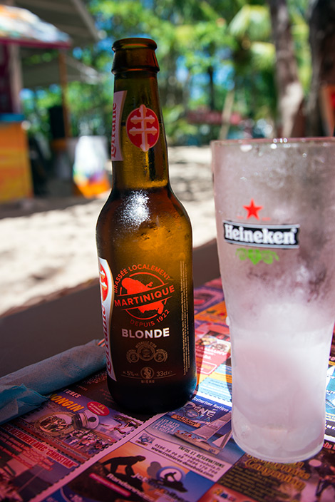 En kall Blond Loraine öl på Caribbean Food Beach Restaurant, Sainte-Luce, Martinique