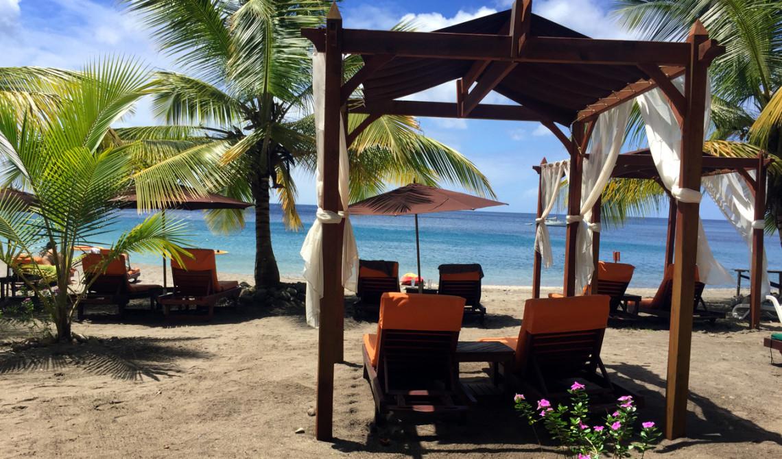 Ti Kaye Resort & Spa erbjuder sköna cabanas och solstolar