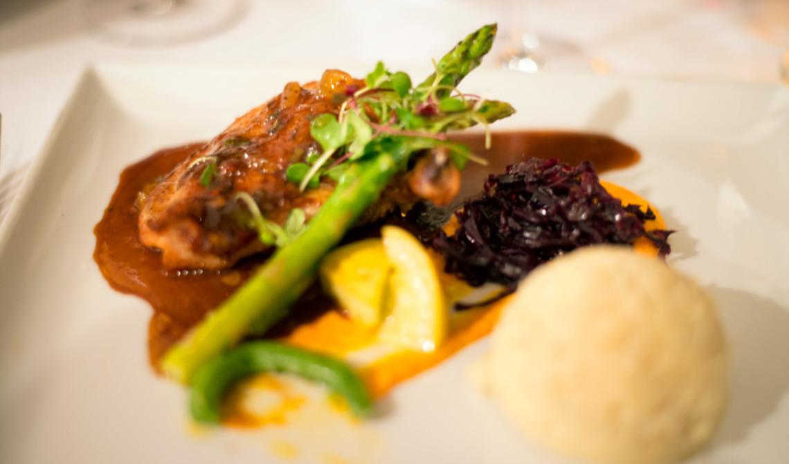Jerk kyckling serverad på Kai Manje Restaurang på Ti Kaye Resort & Spa, Saint Lucia