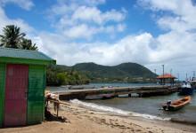 Brygga nere vid vattnet i Saint-Luce, Martinique