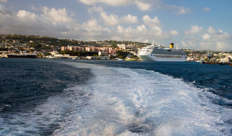 L'Express des iles lämnar Ford de France och Martinique