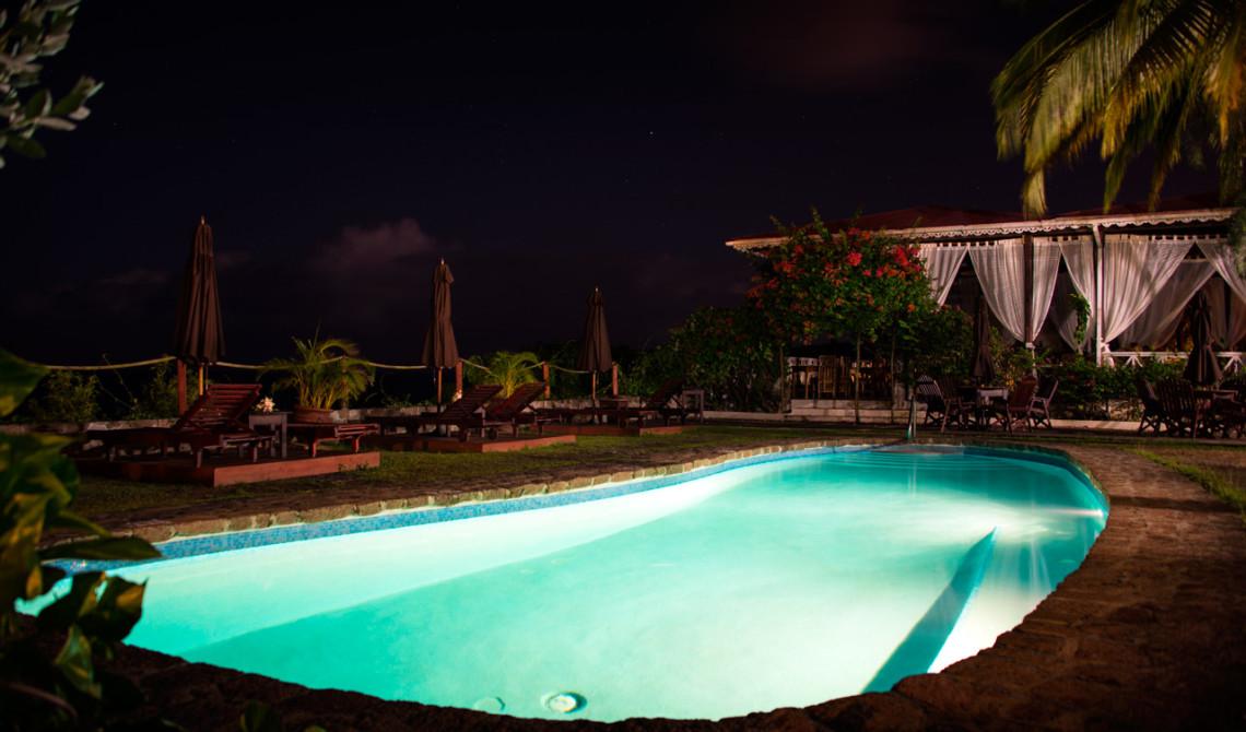 Pool kvällstid, Ti Kaye Resort & Spa, Saint Lucia