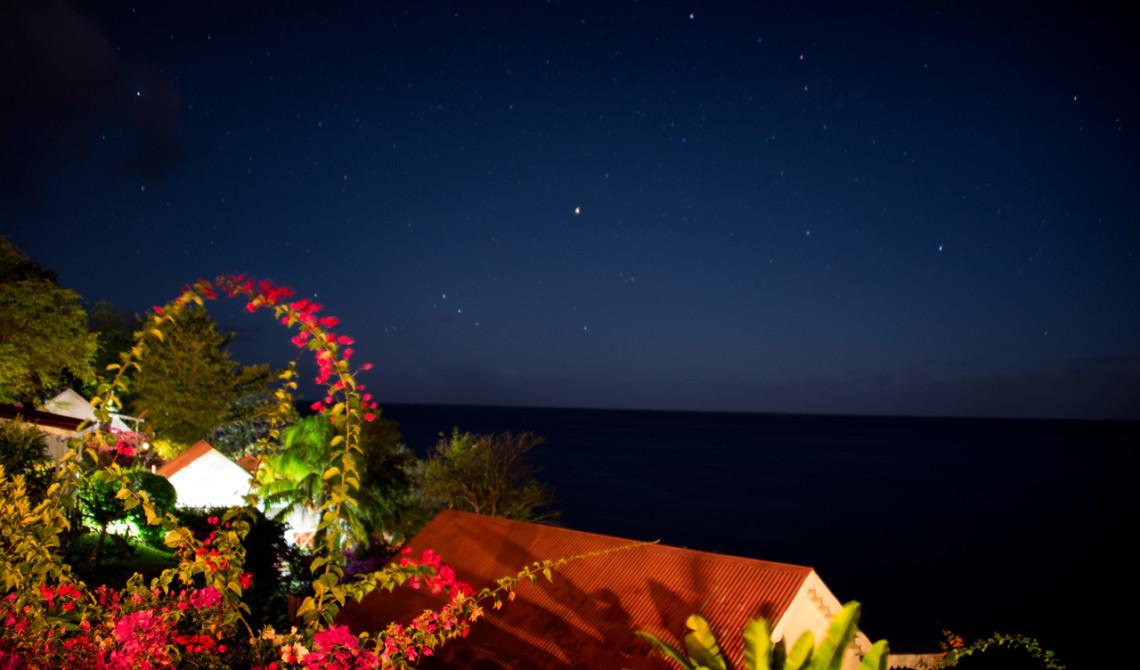 Stjärnklar kväll, vy från verandan till vår villa på Ti Kaye Resort & Spa, Saint Lucia