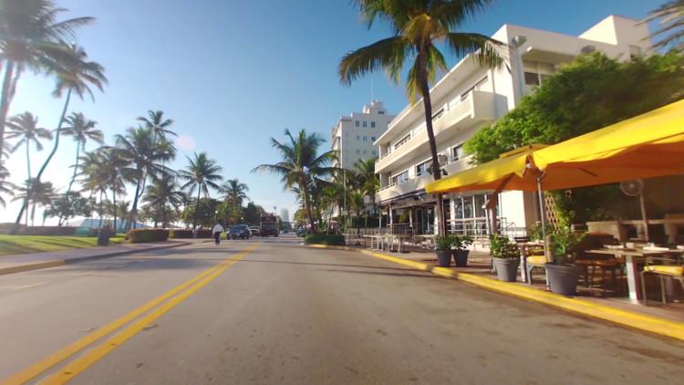 I bil längs Ocean Drive, South Beach Miami