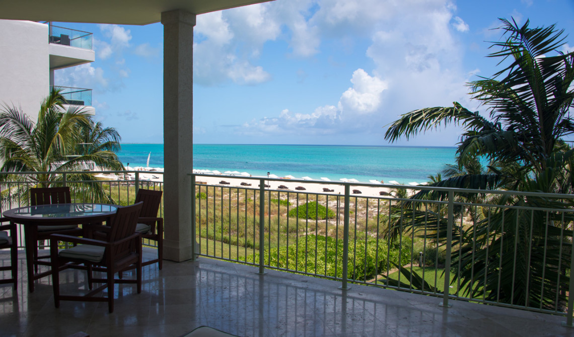 Balkong till Oceanfront Luxury One-beedrom suite, West Bay Club Resort, Turks & Caicos