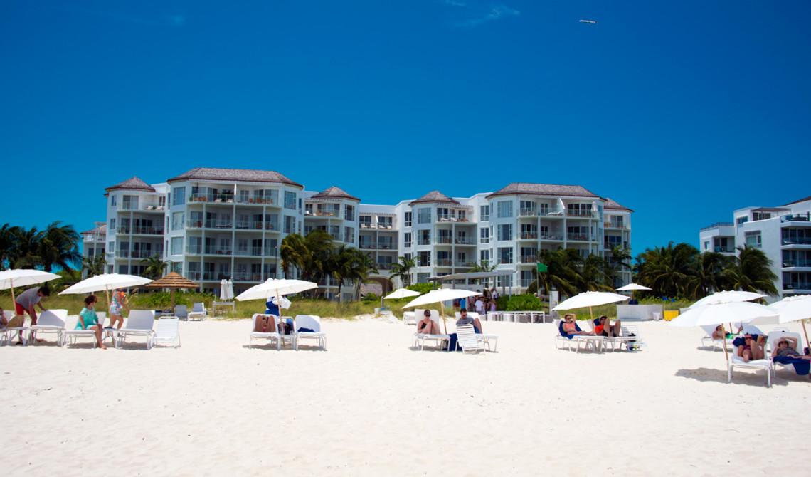 Stranden vid West Bay Club Resort sett från stranden, Turks & Caicos