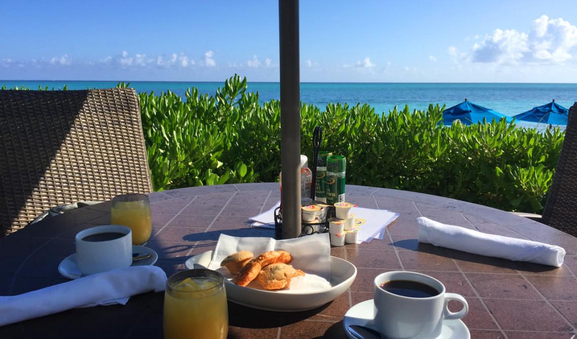 Frukost med vacker utsikt på Windsong Resort, Turks & Caicos
