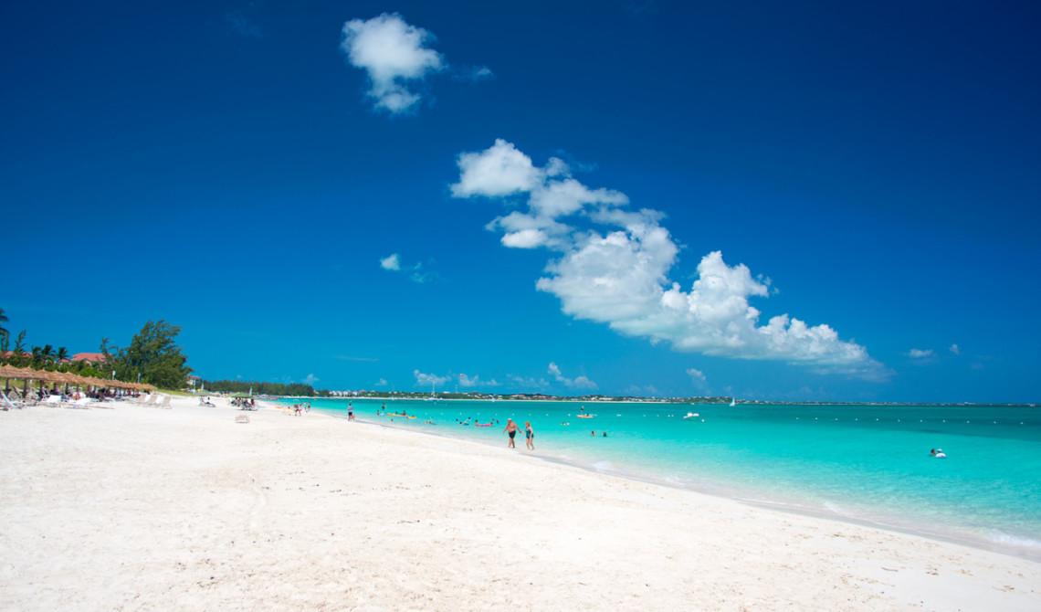 En underbart vacker strand vid Grace Bay, Turks & Caicos