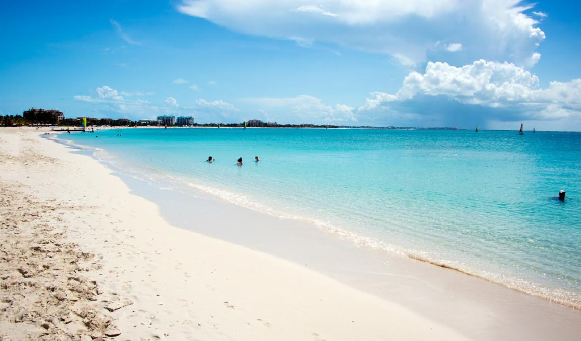 Vacker stranden vid Rickie's Flamingo Café, Turks & Caicos