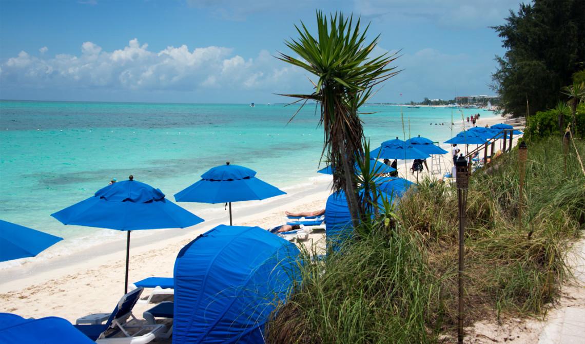 Vy över stranden utanför Windsong Resort, Turks & Caicos