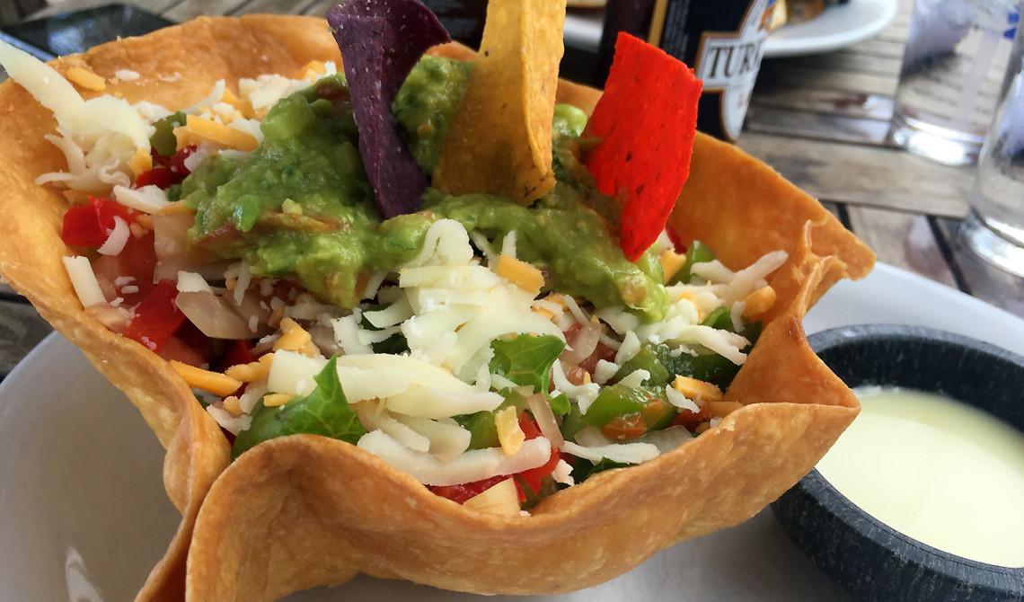 Taco sallad på Somewhere Café & Lounge, Turks & Caicos