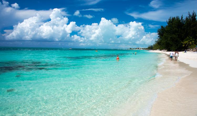 En av många vackra stränder - denna utanför Windsong Resort, Turks & Caicos