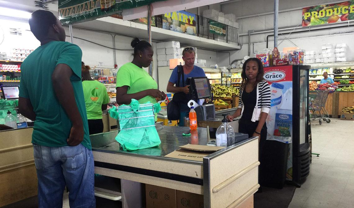 Inne på en supermarket under vår tur på Turks & Caicos