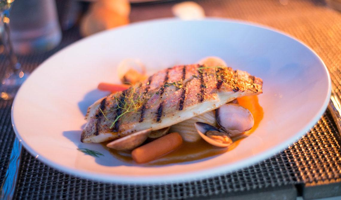 Fiskrätt serverad på Grace Bay Club, Turks & Caicos