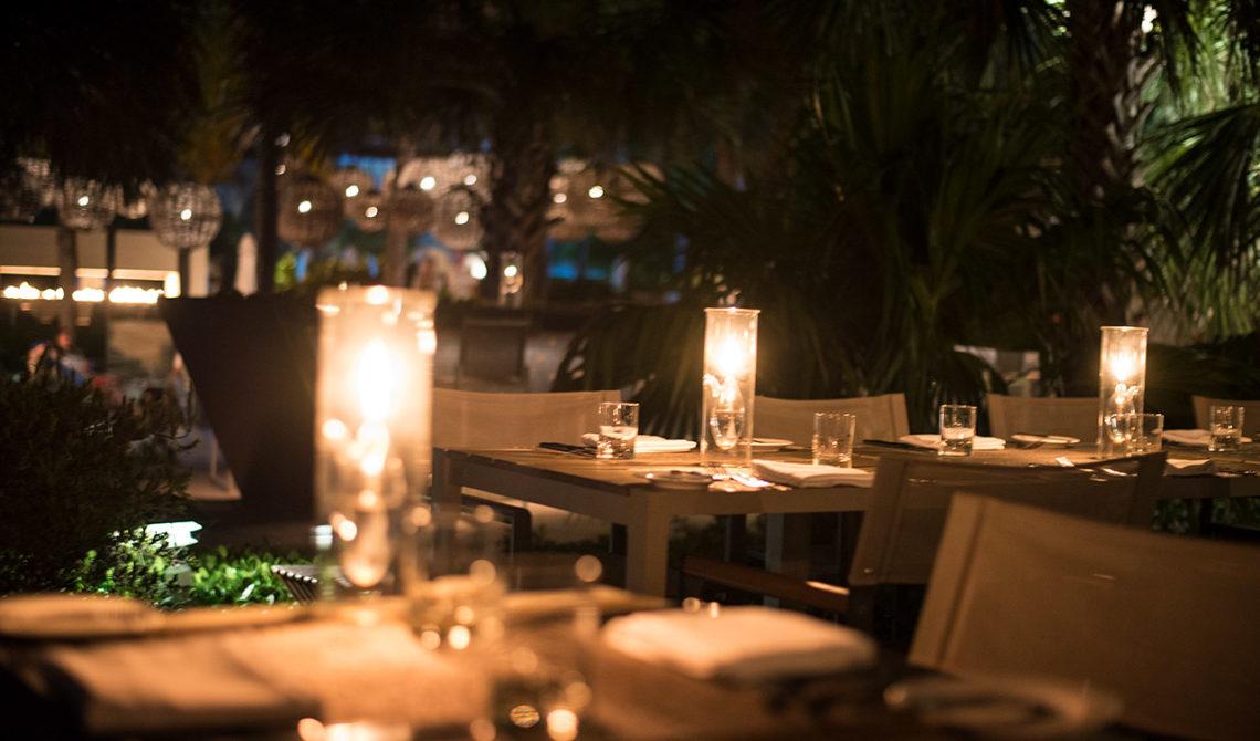 Mysigare miljöer för middag får man leta efter. Grace Bay Club på Turks & Caicos är fantastiskt ställe för en drink eller middag