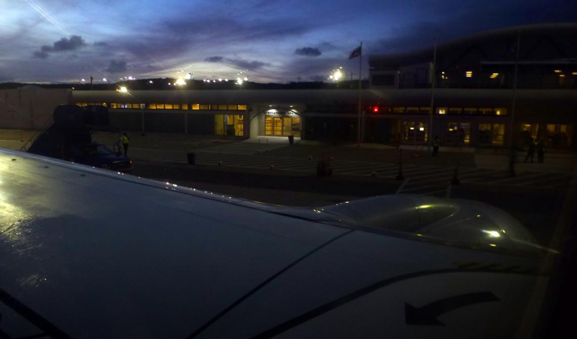 Vi landar på Providenciales flygplats på Turks & Caicos