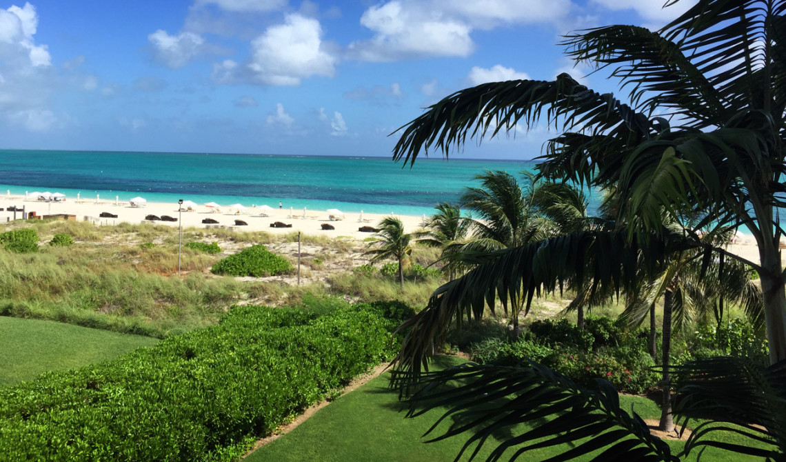 Utsikt från balkongen till vår Oceanfront Luxury One-beedrom suite, West Bay Club Resort, Turks & Caicos