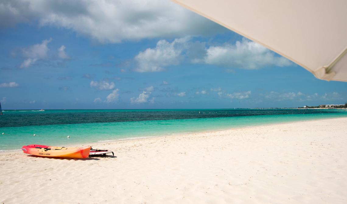 Under ett parasoll, West Bay Club Resort, Turks & Caicos