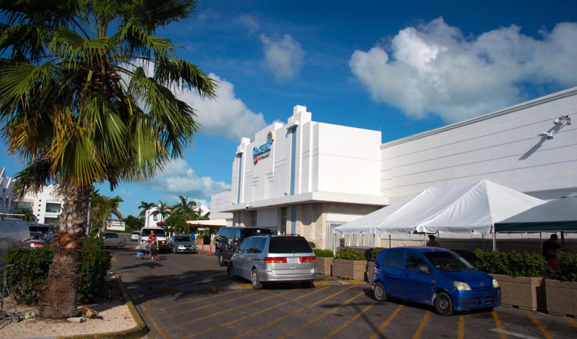 Graceway Supermarket vid Leeward Highway på Turks & Caicos