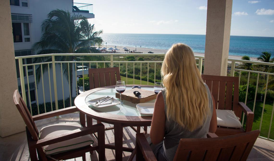 Redo för middag på balkongen, West Bay Club Resort, Turks & Caicos
