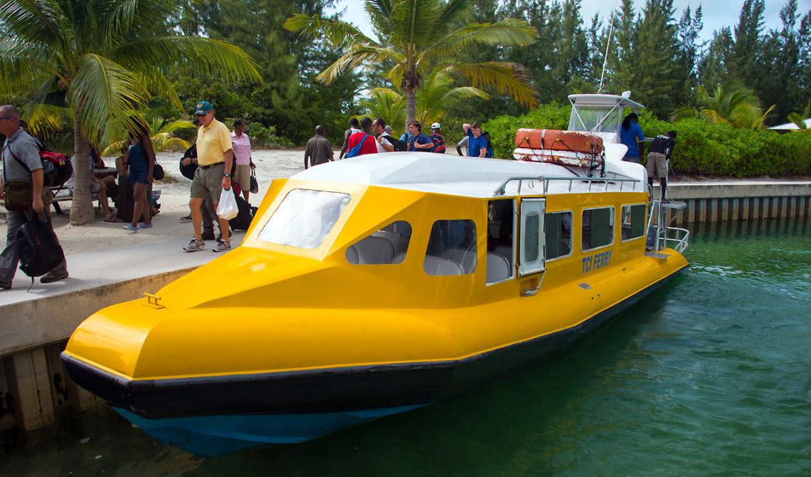 TCI Färja vid Sandy Point Marina på North Caicos, Turks & Caicos